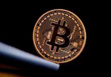 Tecnologia Preço do Bitcoin chega próximo dos US$11 mil e recua nesta manhã
