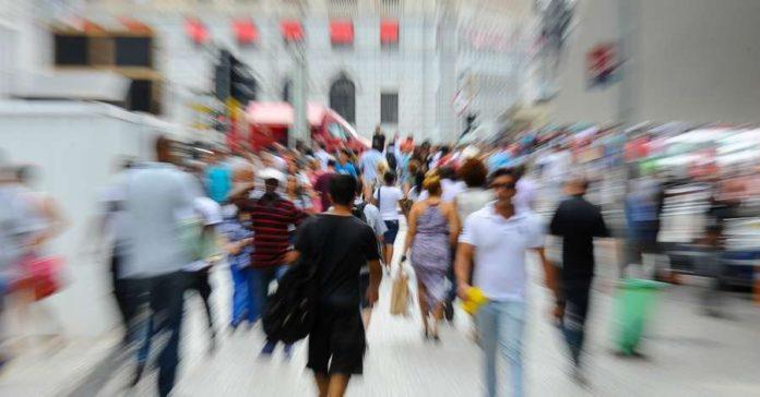 Ciência Estimativa da população do Brasil passa de 210 milhões, diz IBGE